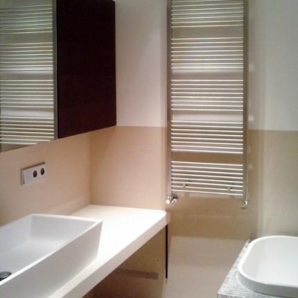 Salle de bain, revêtement en grès cérame Cotto d'Este 3 mm, intégré au mur
