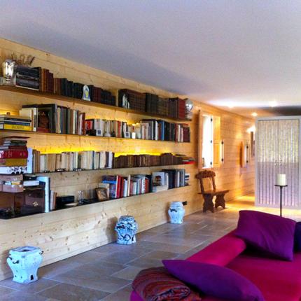 Bibliothèque acier rouillé/vernis, habillage boiserie en pin maritime.