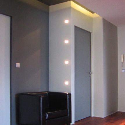 Hall d'entrée parquet en Merbau, luminaires Déclic.