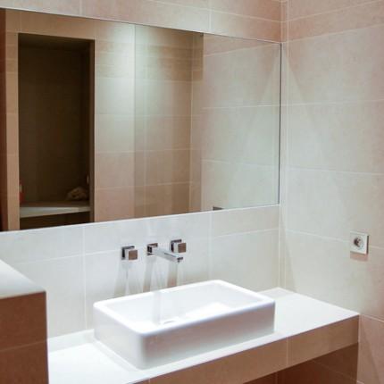 Plan suspendu maçonné pour vasque à poser DURAVIT, robinetterie PORTA (Italie)